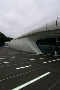手掛けたのは建築家ザハ・ハディド